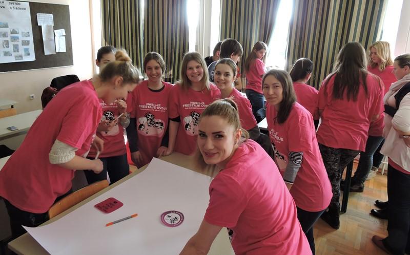 <h2>Dan ružičastih majica</h2>